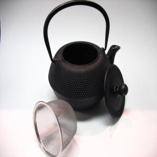 Theiere en fonte noire avec infuseur
